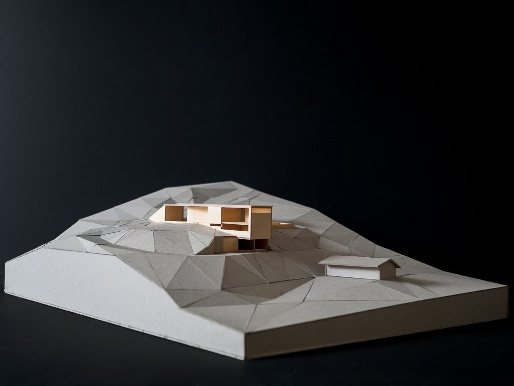 Architectural model of Whitebridge Long House by anthrosite architects.